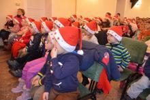Mikulás  Manóföldén - című meseelőadás volt a kisgyermekeknek a Kálmánfi Béla Művelődési Házban
